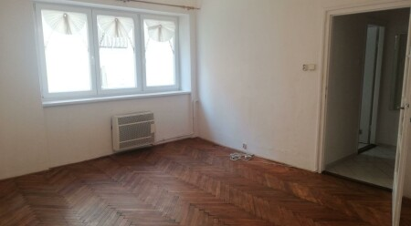 Pronájem garsoniery v cihlovém domě na ulici Zeyerova