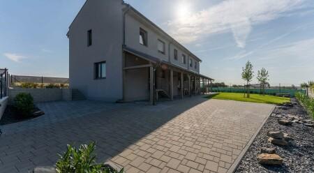 Pronájem luxusní novostavby rodinného domu s terasou v Droždíně u Olomouce.