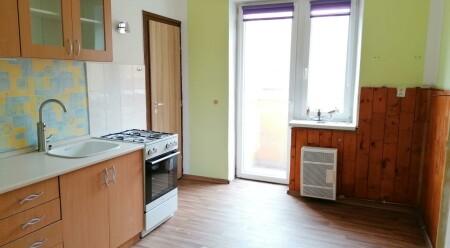 Pronájem cihlového bytu 1+1 s balkonem a komorou na ul. Zeyerova